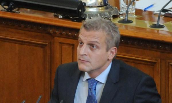 ДПС и БСП дават на съд закона-гордост на Москов