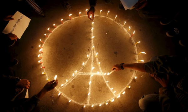 Атаките в Париж показаха лицето на социалните мрежи