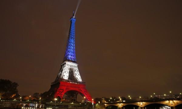 Символът на Париж светна отново!