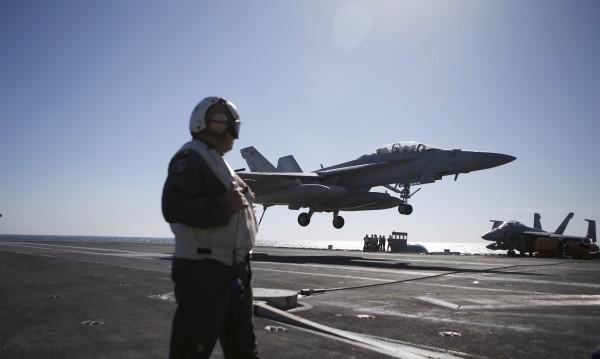 """САЩ """"спират кранчето"""" и атакуват """"портфейла"""" на ИД"""