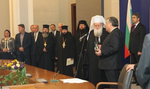 Синодът награждава Близнашки за църковни заслуги