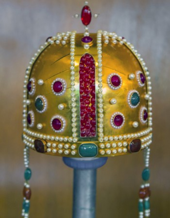 Короната на българските царе - 1,5 кг злато, камъни, бисери