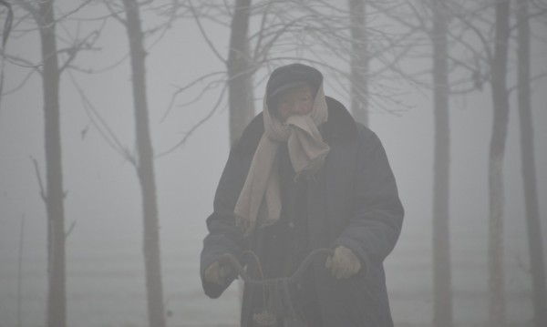 Хората в Китай настояват... за по-чист въздух на работното място