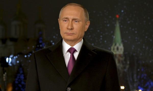 Новогодишни пожелания от Путин и драма в туризма
