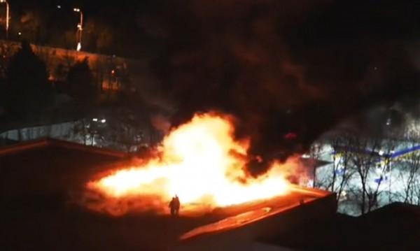 Сигнална ракета подпали покрив в Бургас