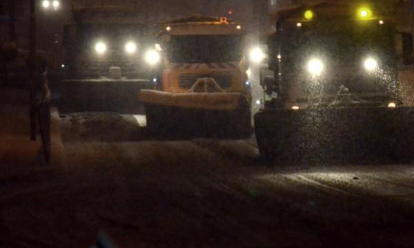 180 снегорина са ринали София, продължават да рият