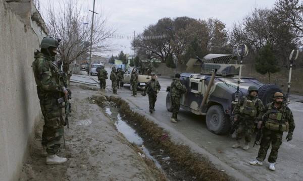Самоубийствен атентат е извършен до летището в Кабул