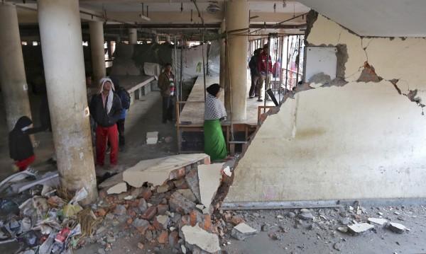 Трусът в Индия взе още жертви, ранените над 130