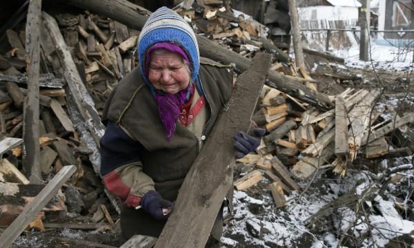 Въпреки примирието села в Украйна минават от единия в другия лагер