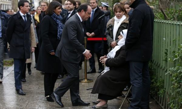 """Оланд почете паметта на жертвите от """"Шарли ебдо"""""""