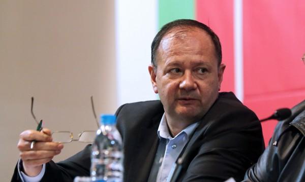 Миков vs. Местан: Не работи за България!