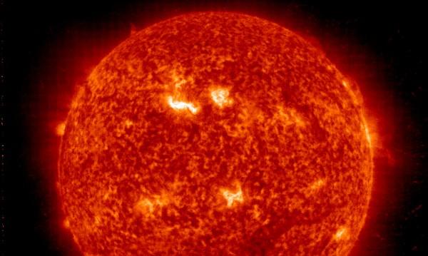 """Магнитното поле на Слънцето може да се """"преобърне"""""""