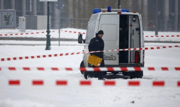 Фалшива се оказа тревогата с подозрителния пакет в офиса на Меркел
