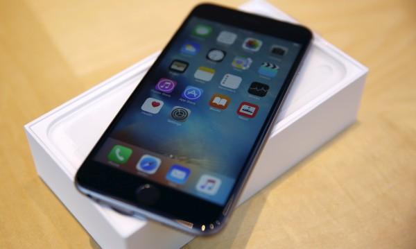 Apple махат гнездото на слушалките от iPhone