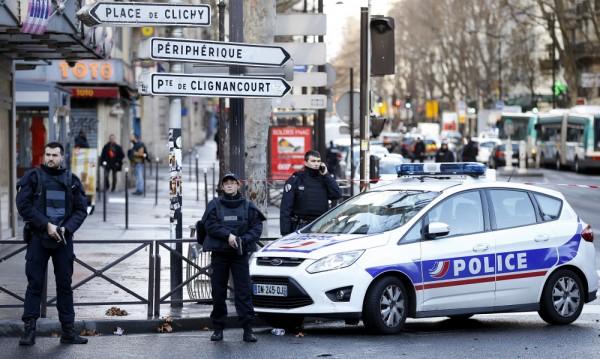 """Въоръжен е застрелян в Париж, викал """"Аллах е велик"""""""