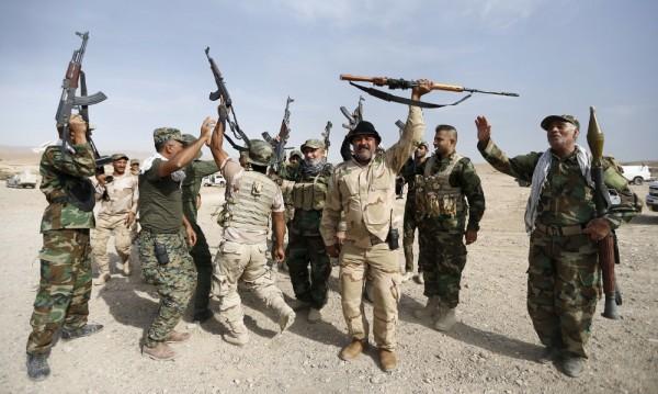 """""""Брак по сметка"""" между бивши служители на Саддам и ИД"""