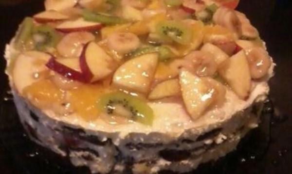 Рецептата Dnes: Лесна бисквитена торта с плодове