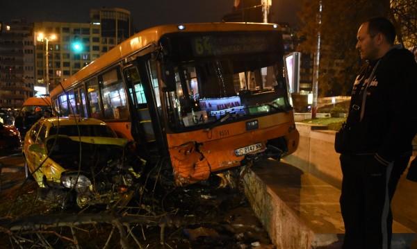 Уволнен е шофьорът на катастрофиралия автобус