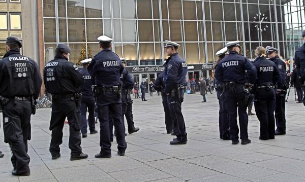 Уволниха шефа на полицията заради насилията в Кьолн