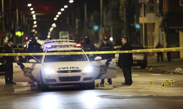 Въоръжен мъж простреля полицай във Филаделфия