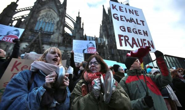 Жените в Кьолн: Стойте далеч от нас!
