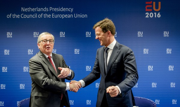 Холандският референдум заплашва Европа, смята Юнкер