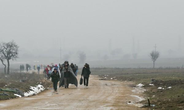 Бежанци едва не се задушиха в камион в Македония