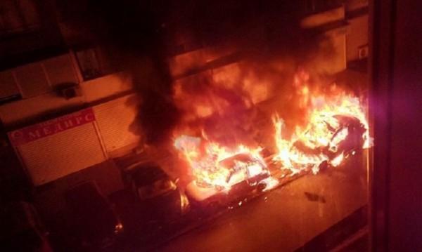 Два автомобила бяха изпепелени в София