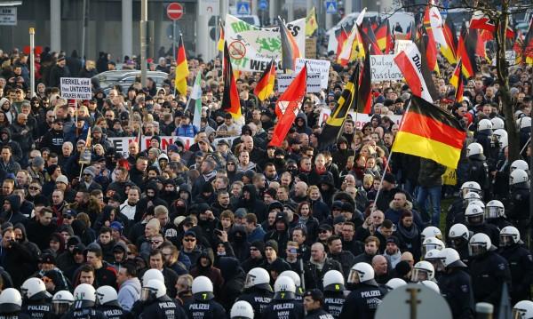 Недоверие... бежанците в Кьолн се страхуват от отмъщение