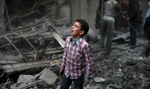 Руски бомби убиха 8 ученици и учителката им в Сирия