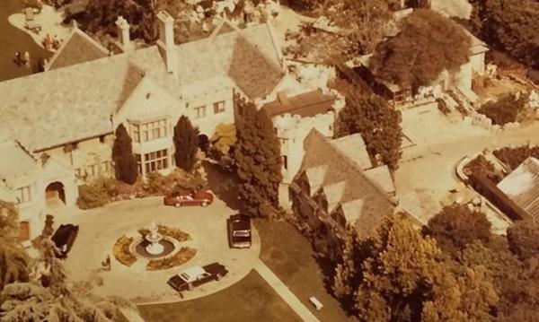 """Хю Хефнър иска $200 млн. за имението """"Плейбой"""""""