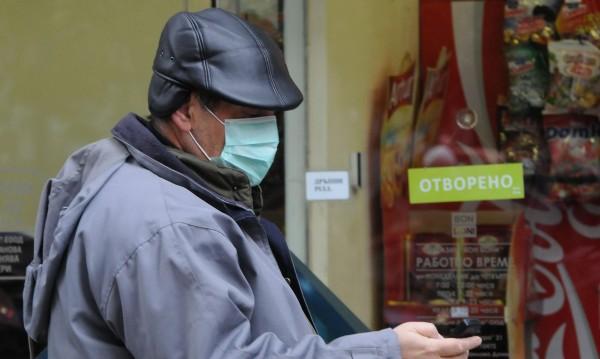 Малко дете и млад мъж поразени от свински грип