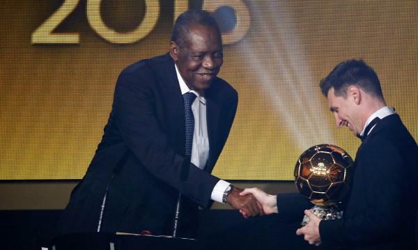 Роналдо и Неймар гледат: Меси със Златната топка!