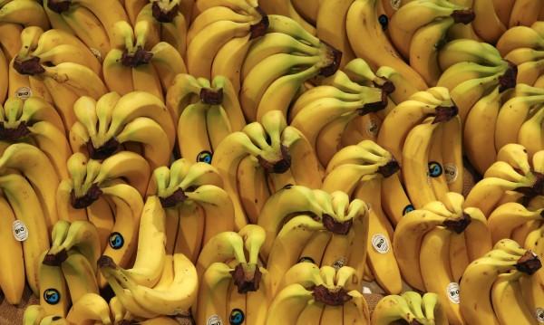Полицаи натъпкаха крадец с 48 банана, чакат златен ланец