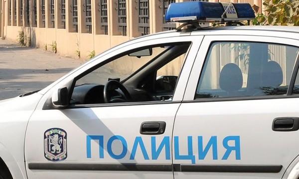 Бургаските полицаи задържаха 4 коли с 20 мигранти