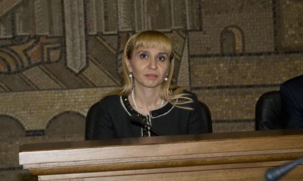 Мая Манолова ще има бивш министър за заместник