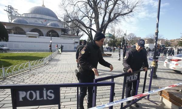 BG очевидец в Истанбул: Земята се тресе, хората падаха покосени!