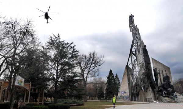 Съдът реши: Паметникът пред НДК може да се махне