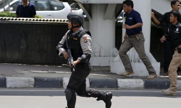 Шестима са убити при атентати и стрелба в Джакарта*