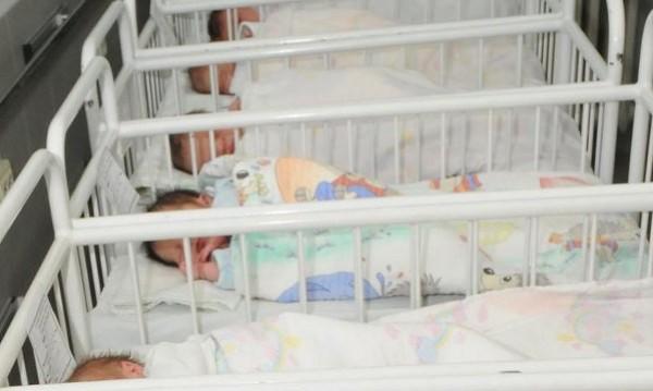 За първи път: Роди се бебе на бездомници в Бургас