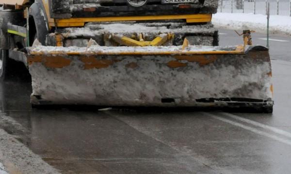 Снегорин помете колата на мъж в Бургас
