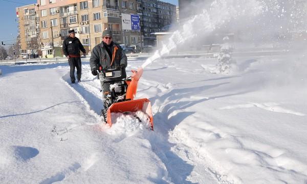 Снегът се връща, сложна обстановка през уикенда