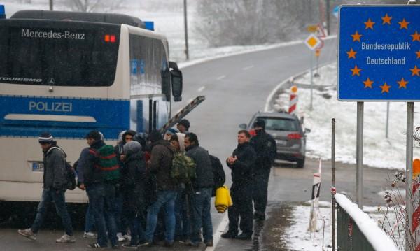 Германия бие отбой – депутати на Меркел против мигрантите