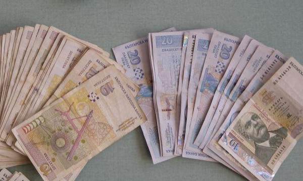 Крадци вдигнаха цял банкомат в Банско