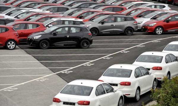 Купуваме повече нови автомобили