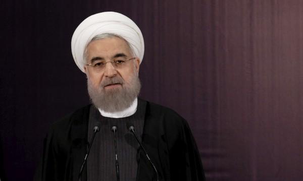 Иранците протягат ръка към света в знак на мир!