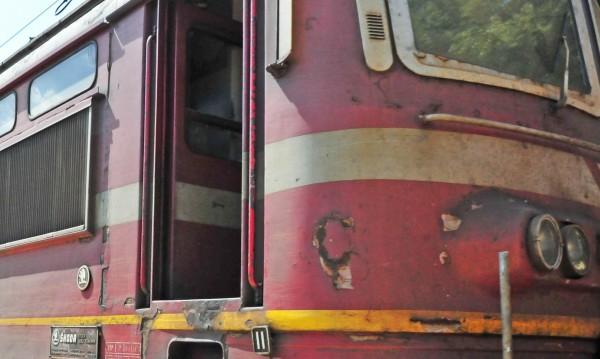 Спряха влаковете в осем жп участъка