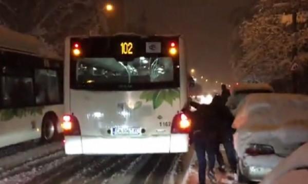 Сговорна дружина автобус от преспите изрина