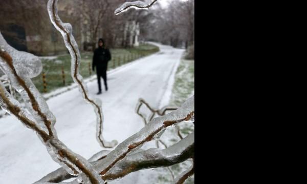 """Сняг и след него лед: 250 души в """"Пирогов"""""""
