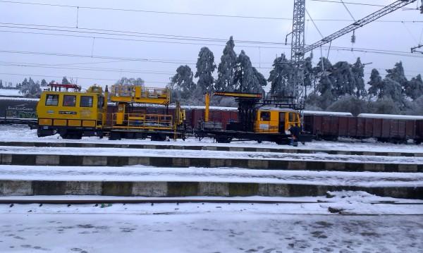 Движението на влакове спря в три участъка